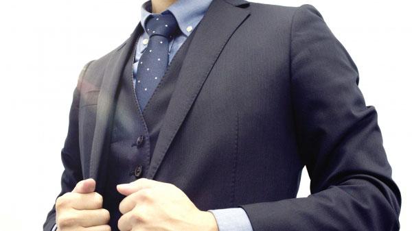 清涼感ある印象をまとうビジネススーツの基本