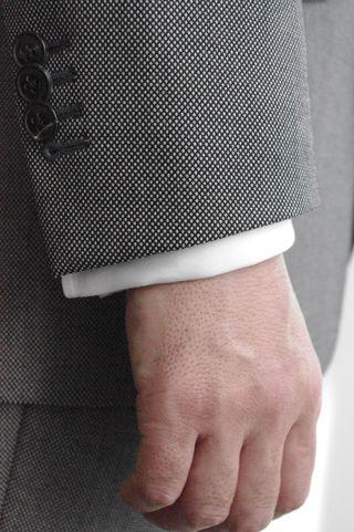 覚えておきましょう「スーツの基本ルール7」-袖口