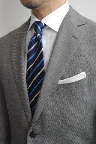 覚えておきましょう「スーツの基本ルール7」-Vゾーンとチーフ