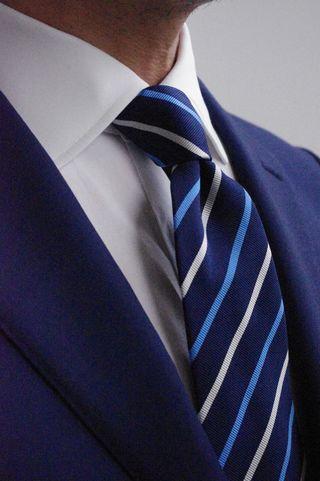 覚えておきましょう「スーツの基本ルール7」-タイ結び
